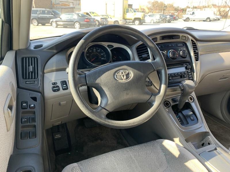 Toyota Highlander 2003 price $4,990