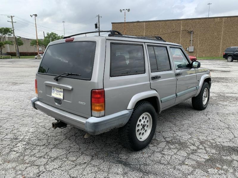 Jeep Cherokee 2000 price $2,990