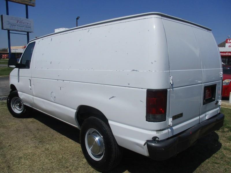 Ford Econoline Cargo Van 2004 price $6,444