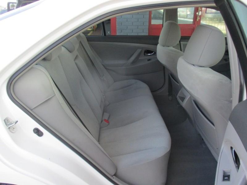 2011 Toyota Camry 4dr Sdn I4 Auto LE