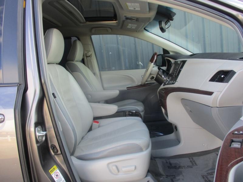 Toyota Sienna 2012 price $14,944