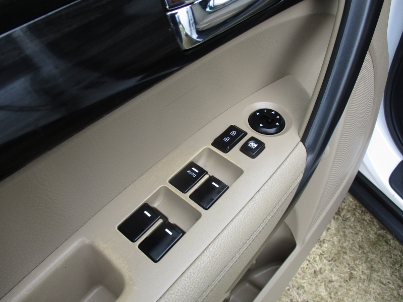 Kia Sorento 2012 price $8,944