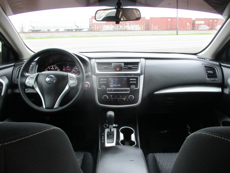 Nissan Altima 2016 price $8,944