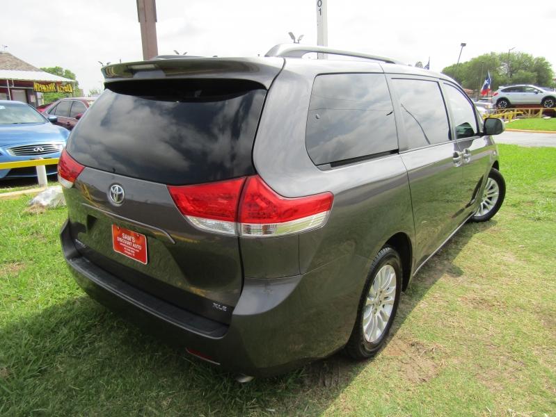 Toyota Sienna 2011 price $11,944