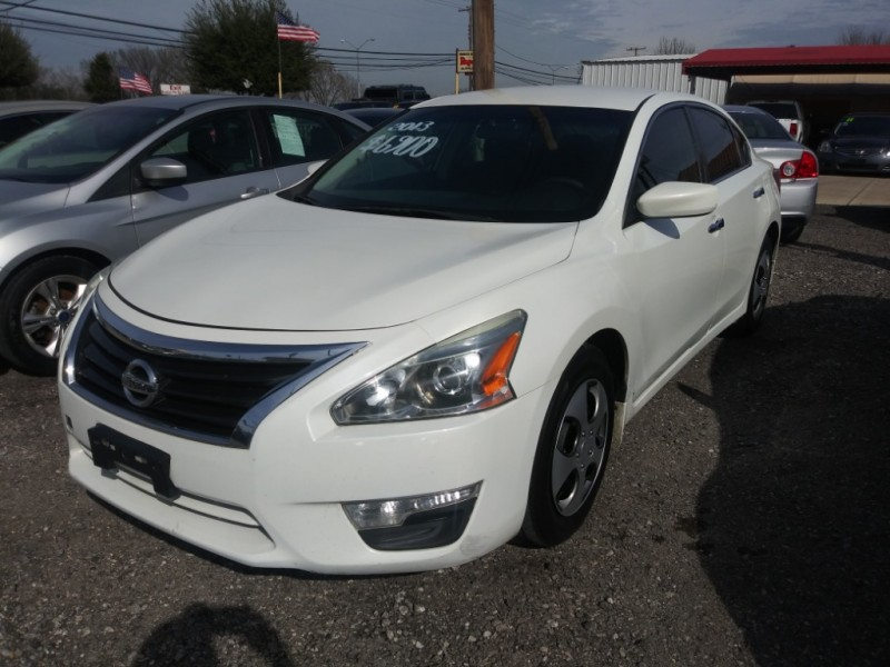 Nissan Altima 2013 price $6,900