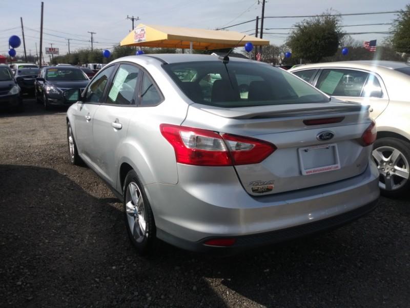 Ford Focus 2012 price $5,975