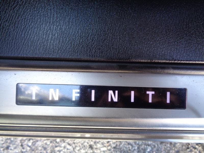 Infiniti Q70L 2015 price $21,995