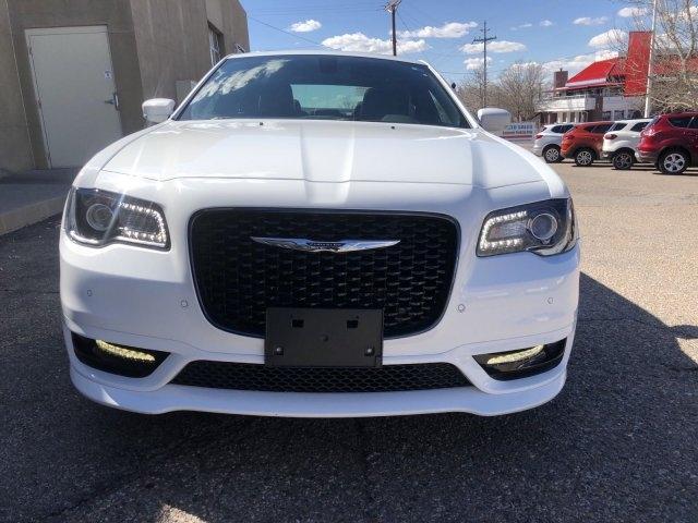Chrysler 300 2018 price $25,995