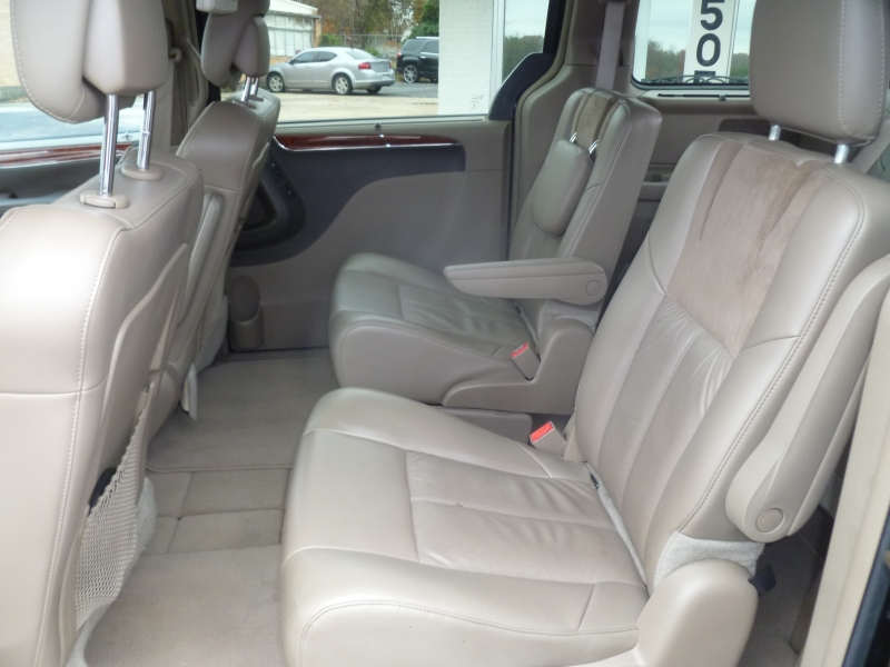 Chrysler Town & Country 2014 price $11,795