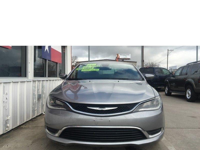 Chrysler 200 2015 price $9,995