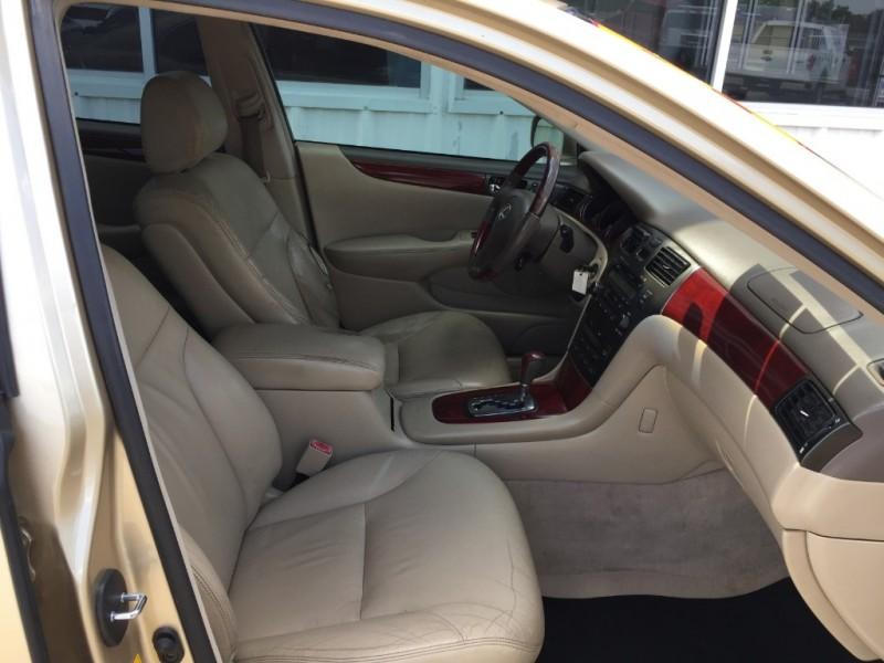 Lexus ES 300 2002 price $3,995