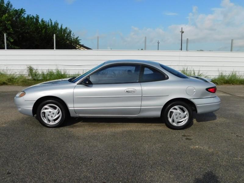 Ford Escort 2001 price $3,495