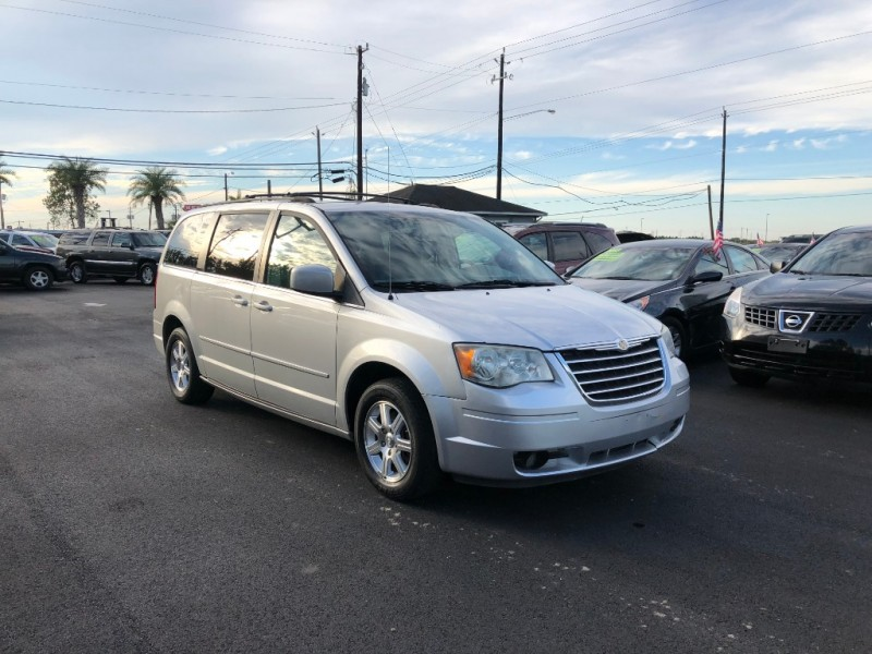 Chrysler Town & Country 2008 price $5,995