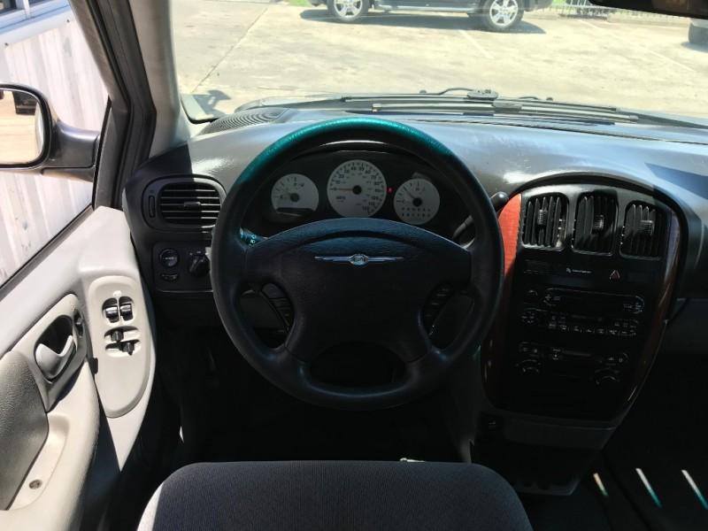 Chrysler Town & Country SWB 2006 price $2,495