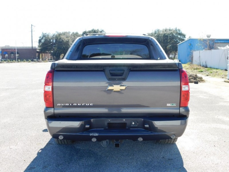 Chevrolet Avalanche 2011 price $13,995