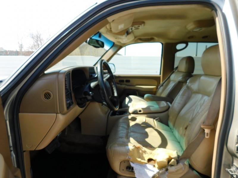 Chevrolet Suburban 2000 price $2,495