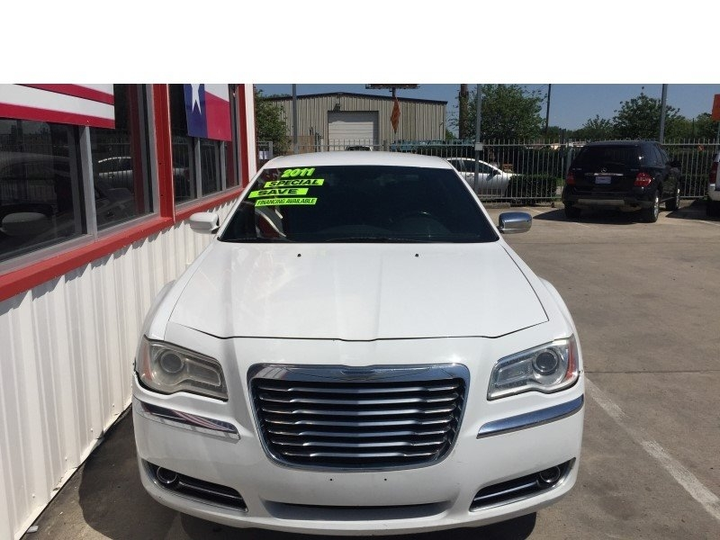 Chrysler 300 2011 price $8,995