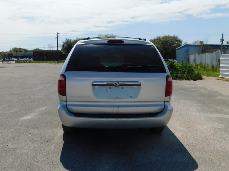 Chrysler Town & Country 2001 price $2,495