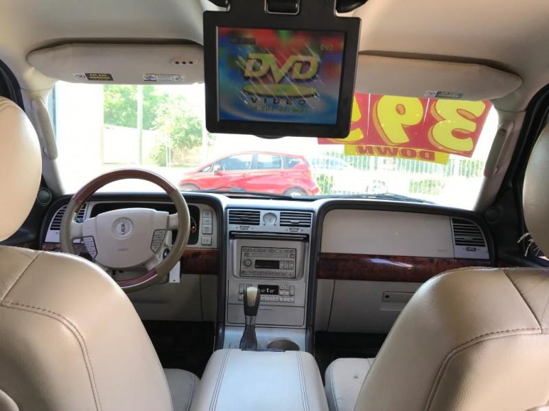 Lincoln Navigator 2003 price $3,995