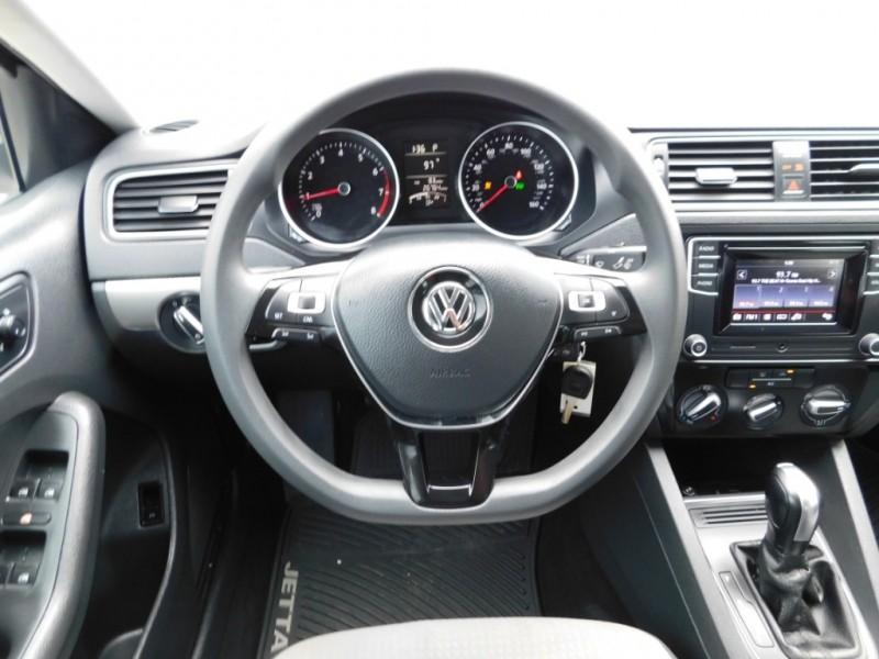 Volkswagen Jetta 2017 price $11,995