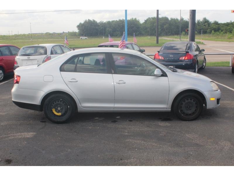 Volkswagen Jetta Sedan 2010 price $3,495
