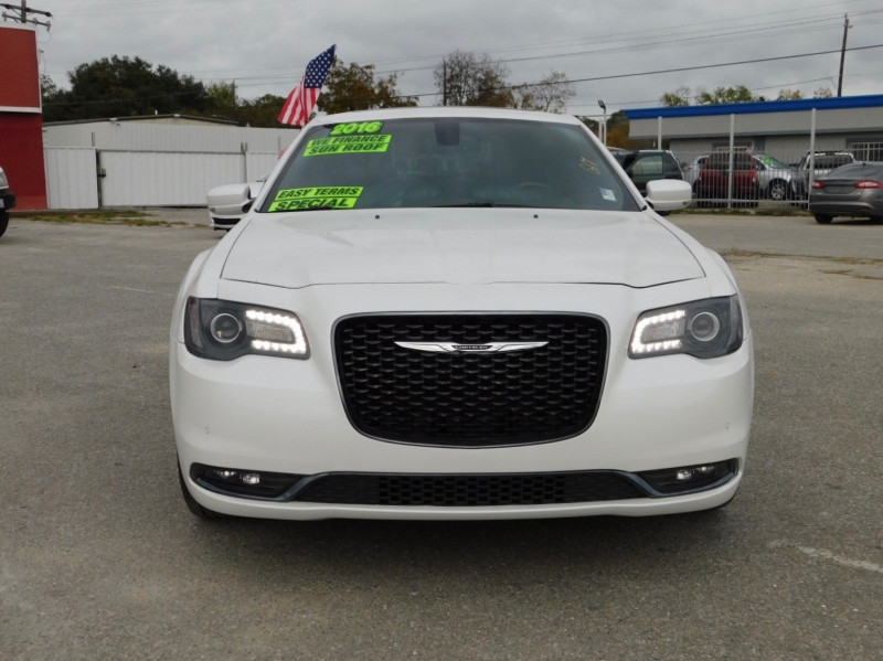 Chrysler 300 2016 price $16,995