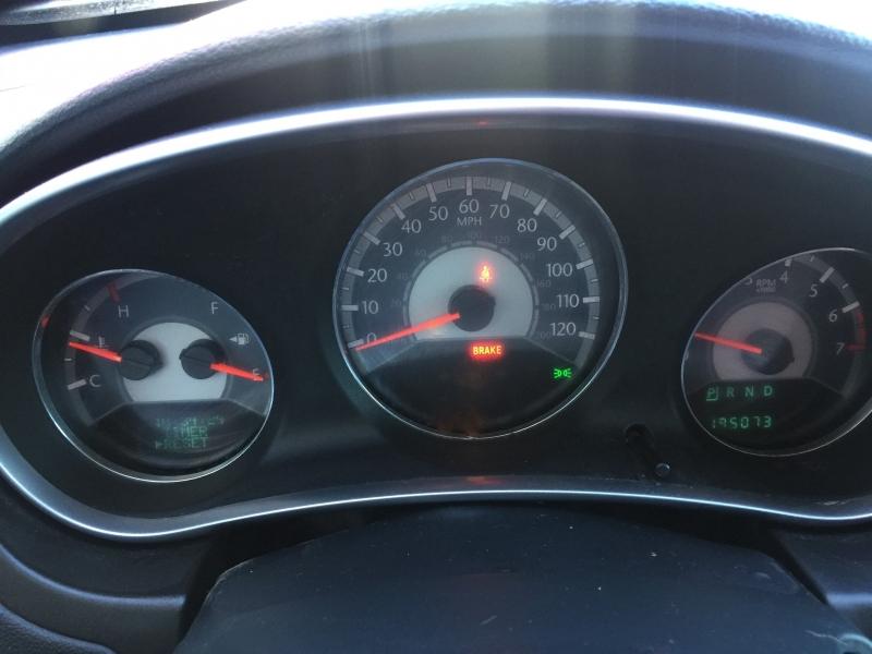 Chrysler 200 2011 price $3,995