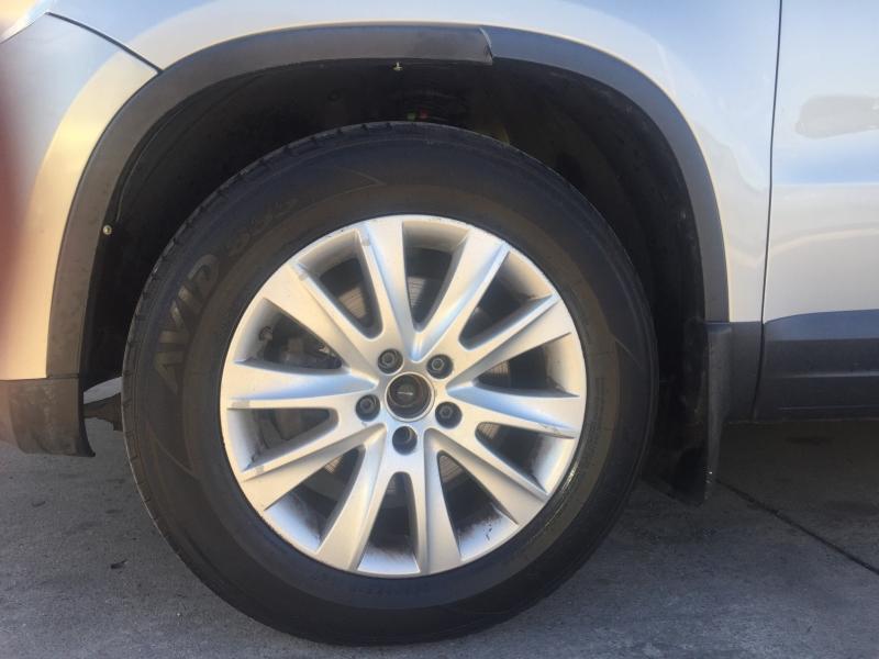 Volkswagen Tiguan 2009 price $4,995