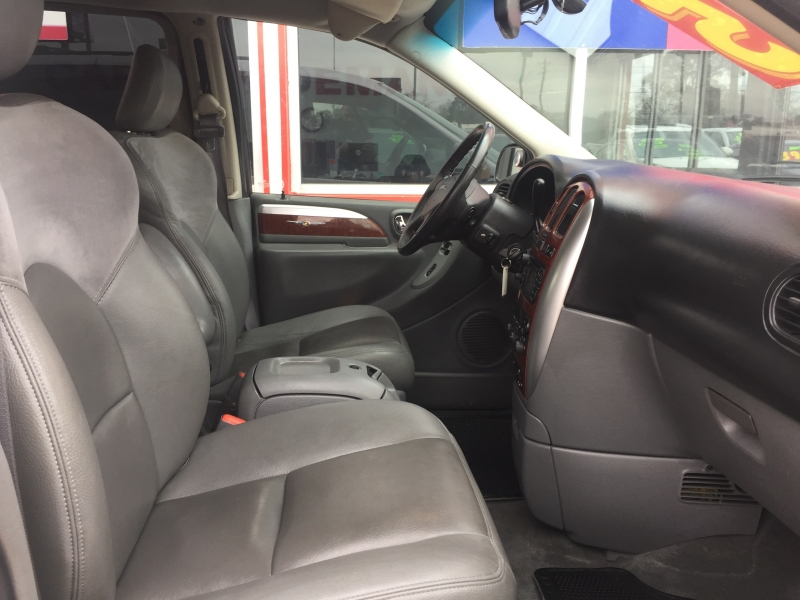 Chrysler Town & Country LWB 2007 price $4,995