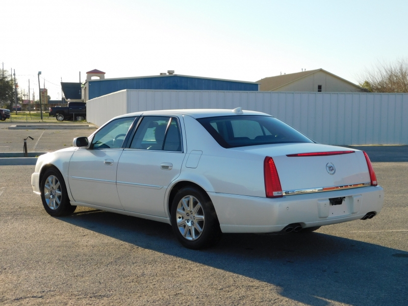 Cadillac DTS 2010 price $4,995