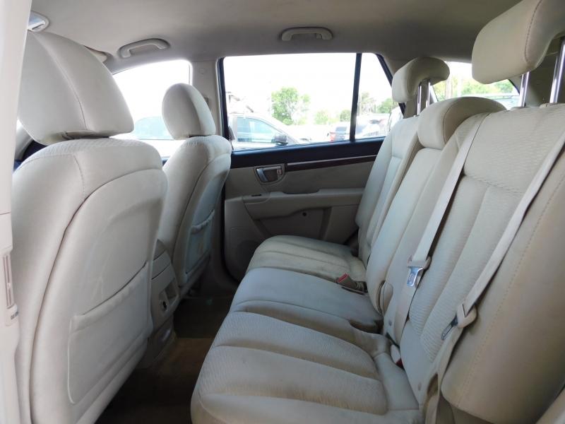 Hyundai Santa Fe 2009 price $4,995