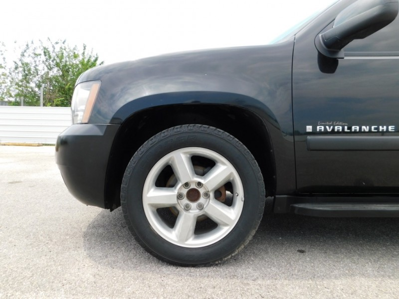 Chevrolet Avalanche 2007 price $9,995