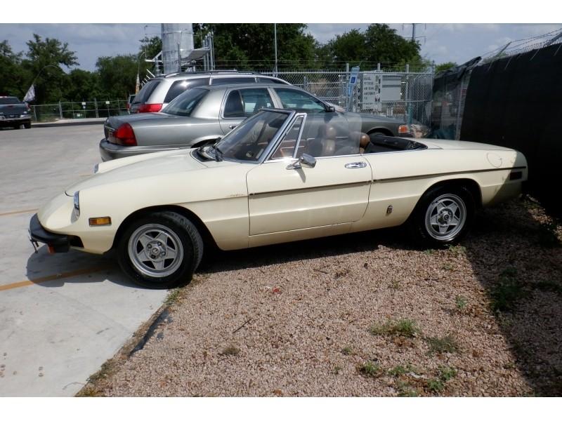 Alfa Romeo Spider 1982 price $7,900