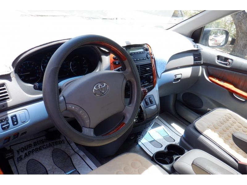 Toyota Sienna 2007 price $7,700