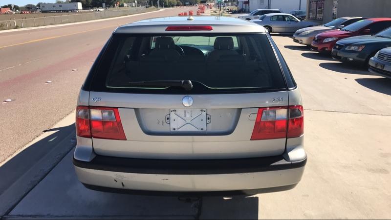 Saab 9-5 2005 price $2,950