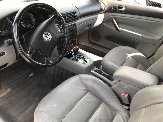 Volkswagen Passat 2002 price $3,250
