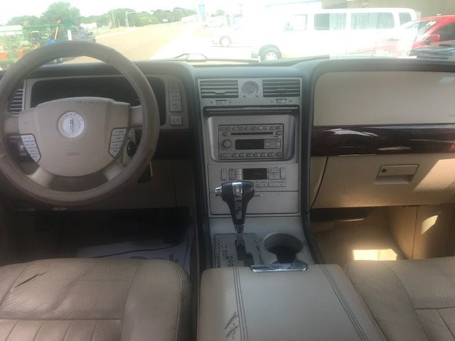 Lincoln Navigator 2005 price $4,450