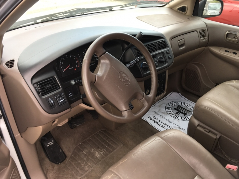 Toyota Sienna 1998 price $3,650
