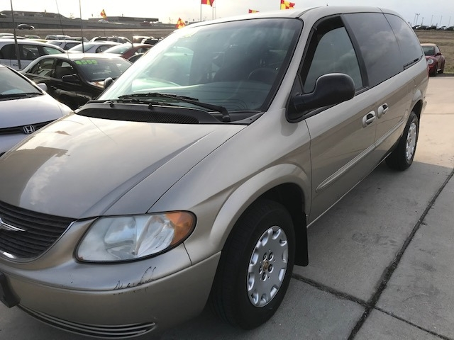 Chrysler Town & Country 2002 price $3,550