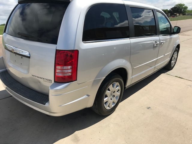 Chrysler Town & Country LX 2009 price $5,450