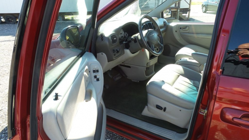 CHRYSLER TOWN & COUNTRY 2007 price $3,799
