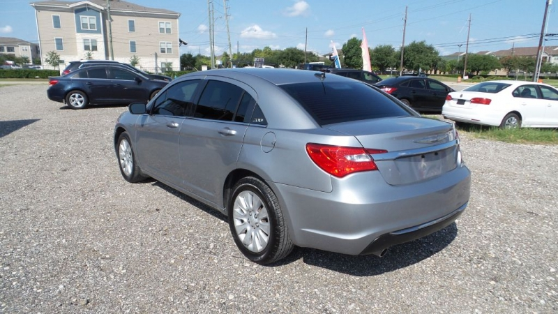 CHRYSLER 200 2014 price $4,999