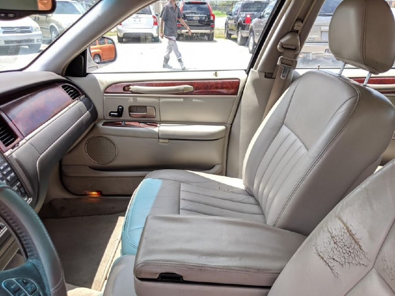 LINCOLN TOWN CAR 2003 price $1,991