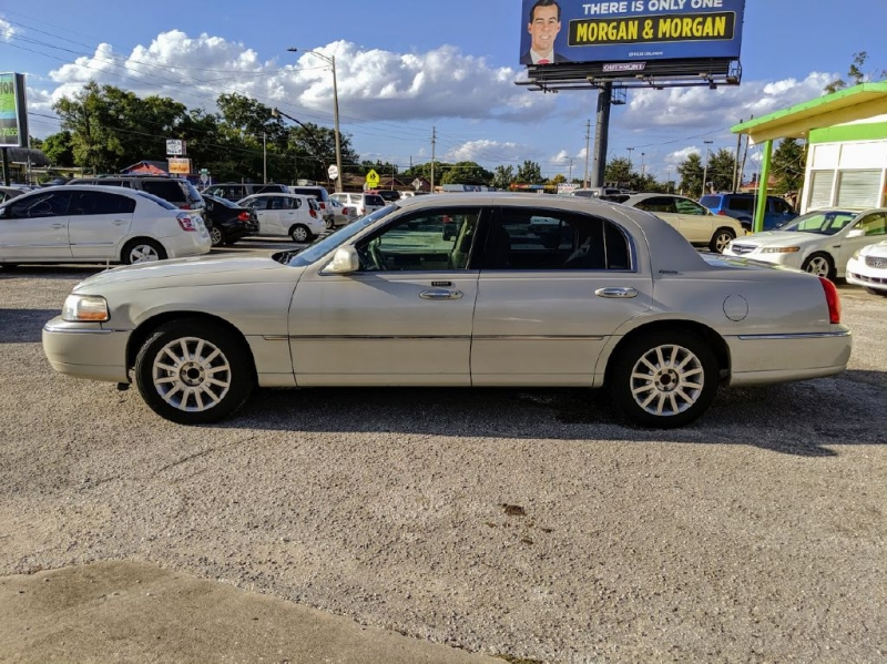 LINCOLN TOWN CAR 2006 price $2,795