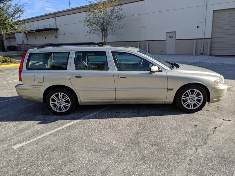 VOLVO V70 2006 price $2,999