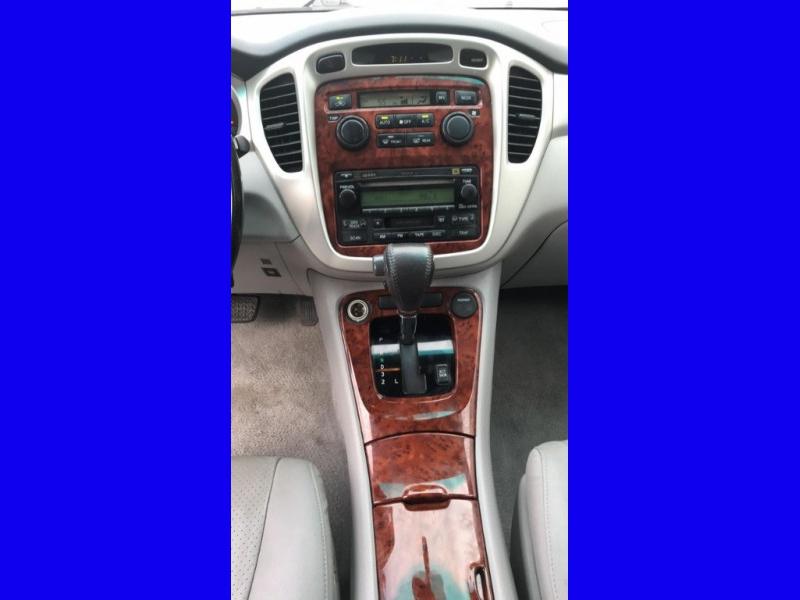 Toyota Highlander 2005 price $4,600