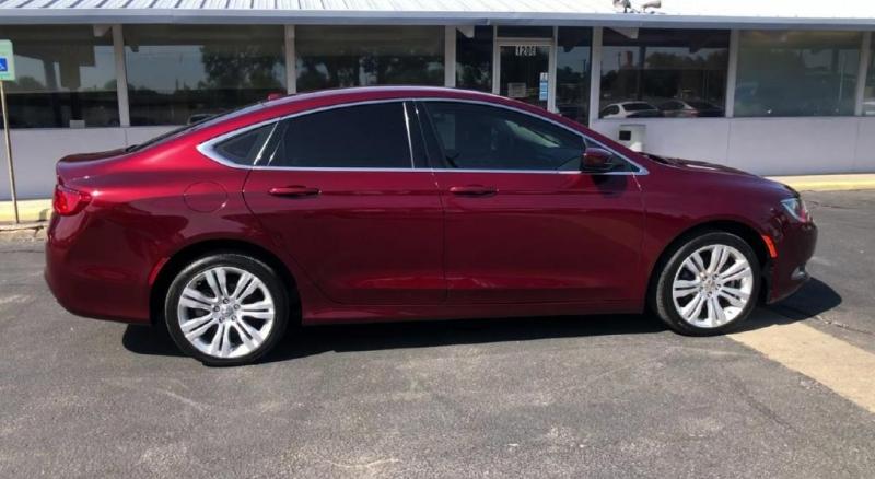 Chrysler 200 2015 price $9,900