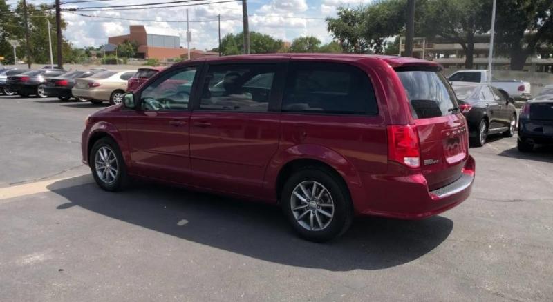 Dodge Grand Caravan 2016 price $13,600