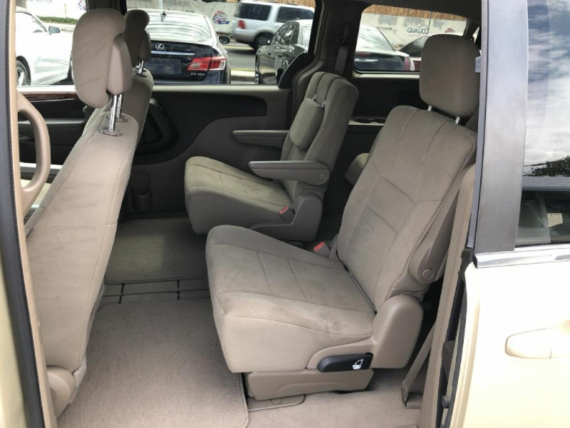 Chrysler Town & Country 2012 price $8,900