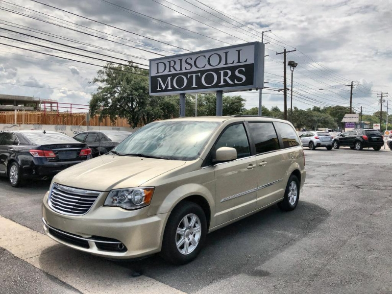 Chrysler Town & Country 2012 price $9,900